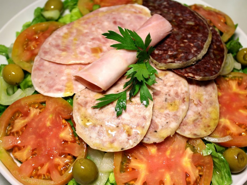 lechuga variada, huevo duro, tomate, cebolla y emb