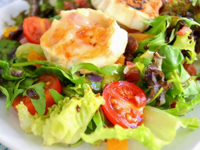 lechuga variada, tomate cherry, frutos secos, sals