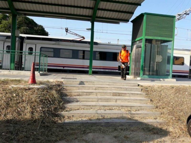 trabajos de limpieza para Adif Tarragona