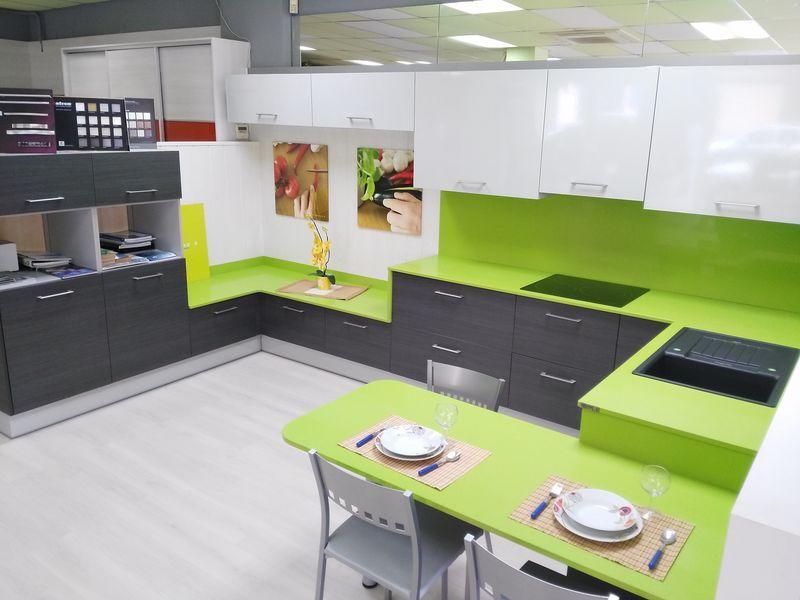 Exposici n muebles de cocina y complementos en reus for Diseno banos y cocinas