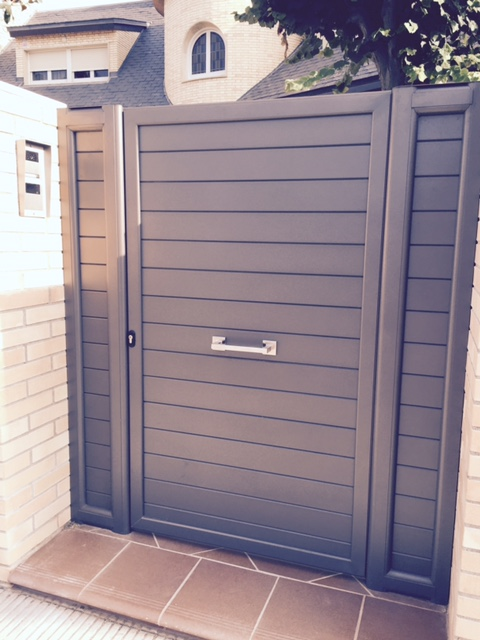 Puertas de aluminio para jardin awesome fundicin de for Puertas jardin aluminio