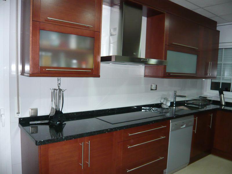 Muebles de cocina color cerezo hd 1080p 4k foto - Muebles de cerezo ...