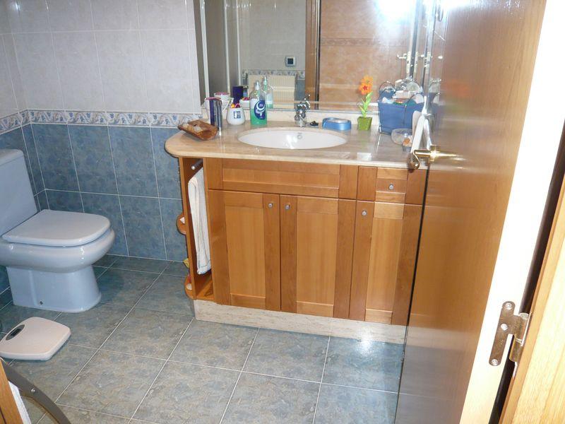Muebles ba o - Banos con marmol travertino ...
