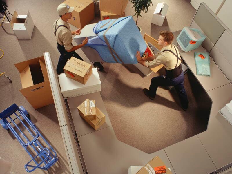 Desembalado y montaje de mobiliario y equipos